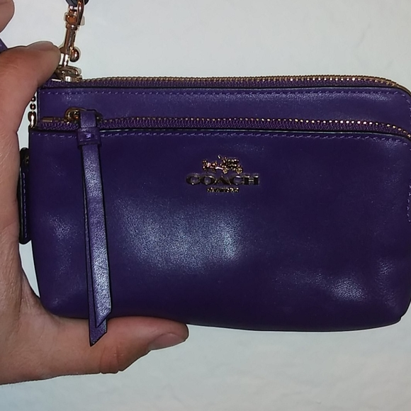 Coach leather wristlet-plum purple